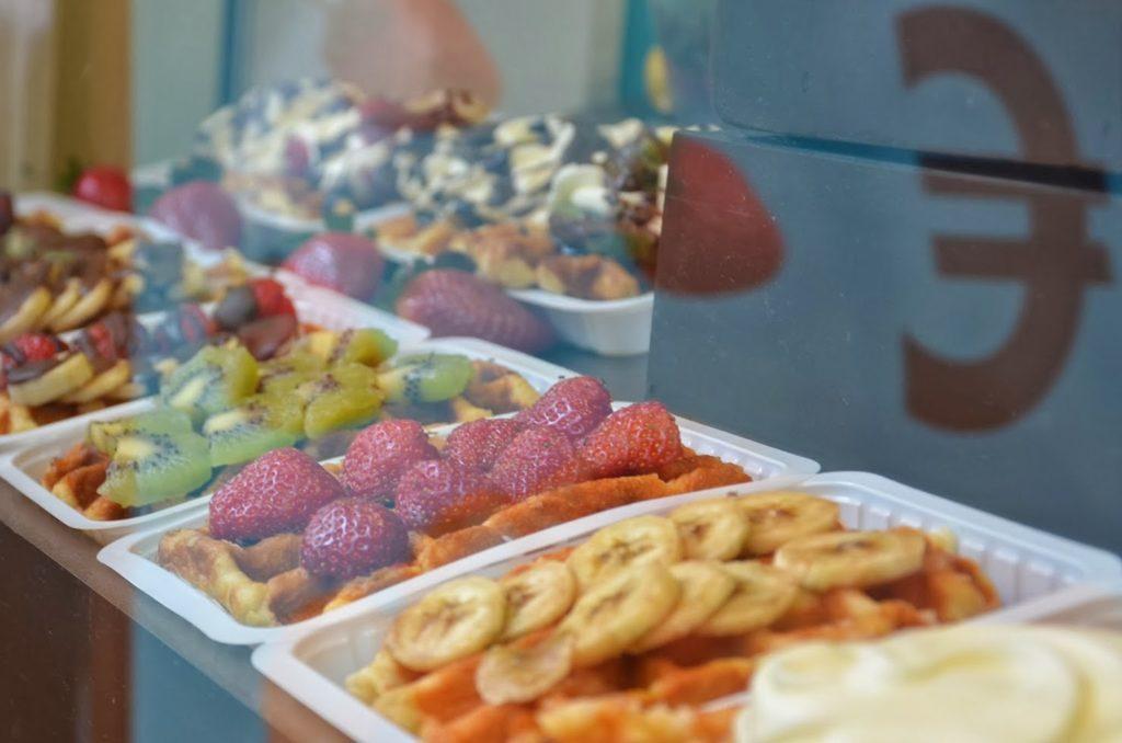 Vitrine de waffles em Bruxelas, Bélgica.